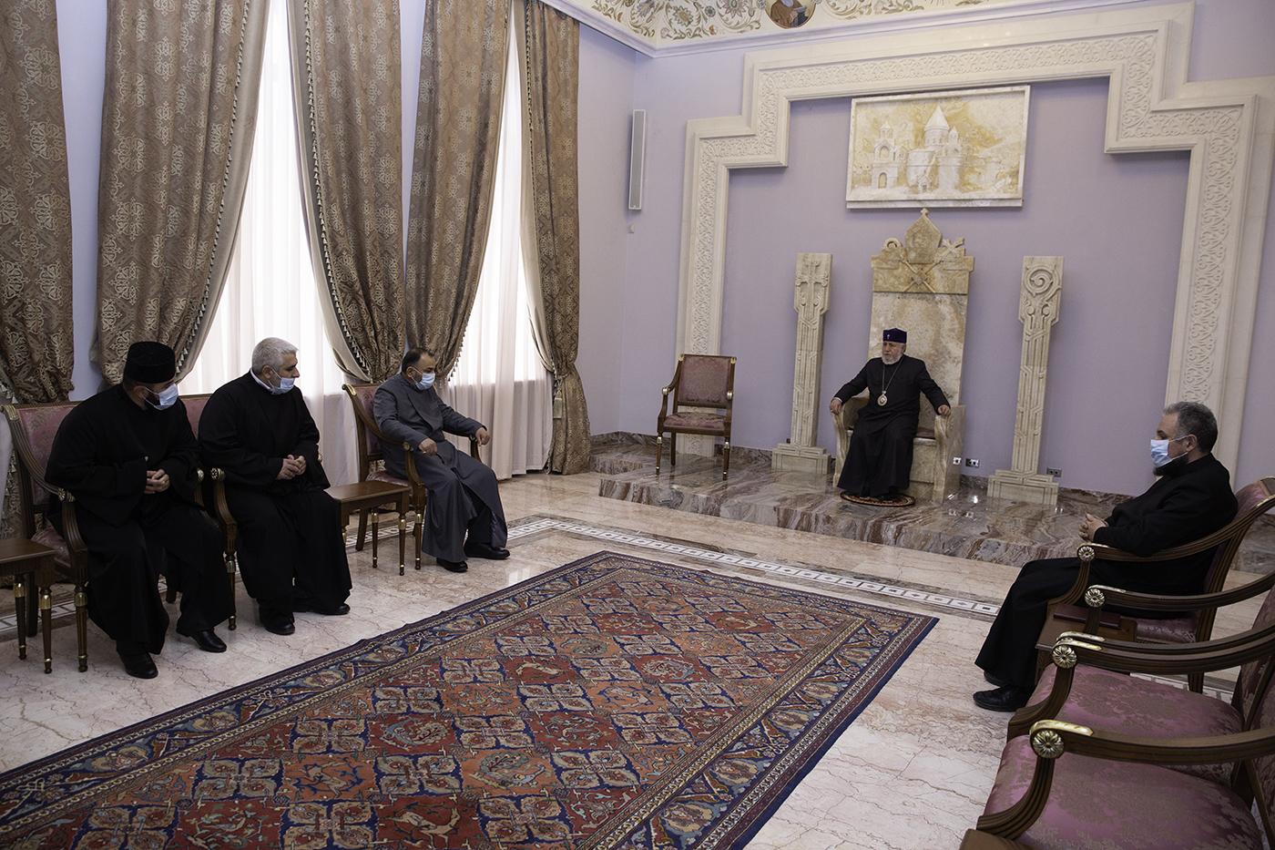 Photo of Կաթողիկոսն ընդունել է Արցախի թեմում ձեռնադրված նորաօծ քահանաներին