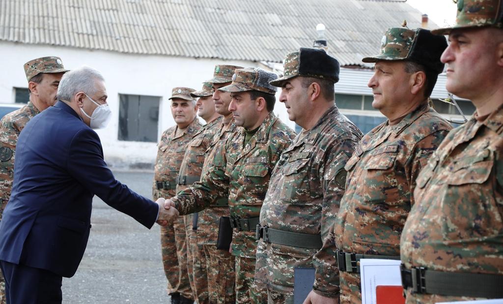 Photo of ՀՀ պաշտպանության նախարարն այցելել է ԶՈւ զորամասեր