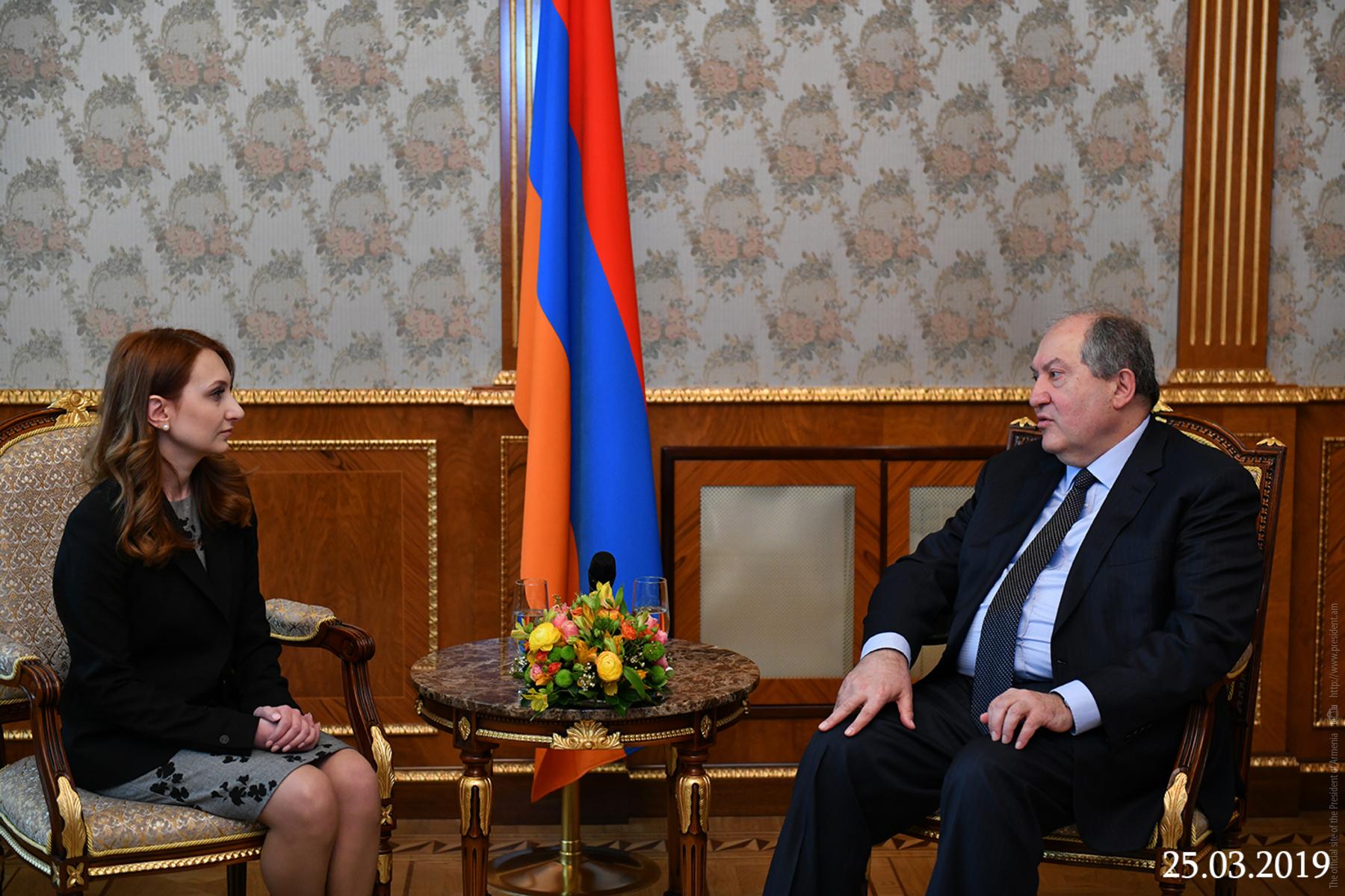 Photo of Նախագահ Արմեն Սարգսյանը հանդիպել է «Իմ քայլը» խմբակցության ղեկավար Լիլիթ Մակունցի հետ