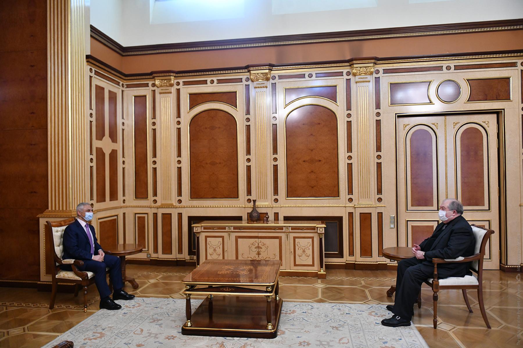 Photo of Президент Армении встретился с представителем гражданской инициативы «Третья сила» Артаком Товмасяном
