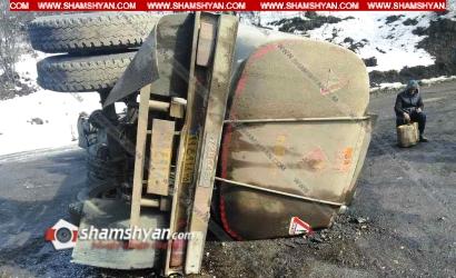 Photo of Խոշոր ավտովթար Սյունիքի մարզում. 22 տոննա դիզվառելիքով բարձված Scania-ն կողաշրջվել է. սկսվել է արտահոսք, ճանապարհը միակողմանի փակվել է