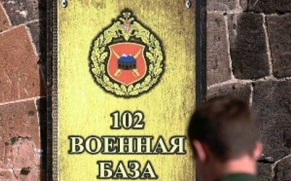 Photo of Արտակարգ դեպք Գյումրիում. դիմակավորված անձը հարձակվել է ռուսական ռազմաբազայի ծառայողի ու նրա կնոջ վրա. վերջիններս մարմնական վնասվածքներ են ստացել