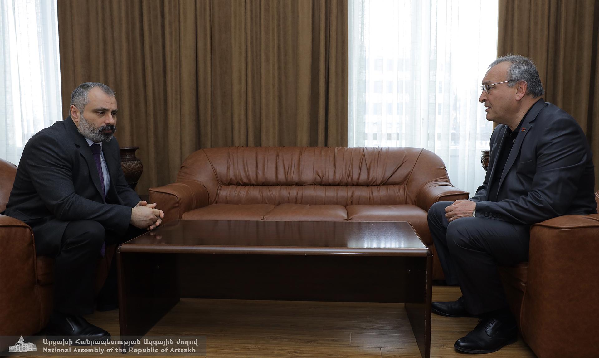 Photo of Արթուր Թովմասյանը հանդիպել է ԱԳ նախարար Դավիթ Բաբայանի հետ