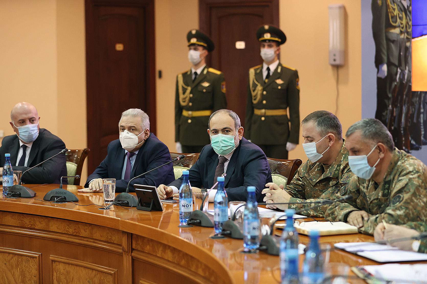Photo of Вооруженные силы не должны оглядываться: премьер-министр представил нового начальника ГШ ВС