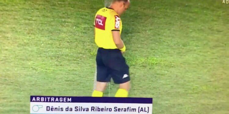 Photo of Բրազիլիայում մրցավարը կարիքները հոգացել է հենց խաղադաշտում