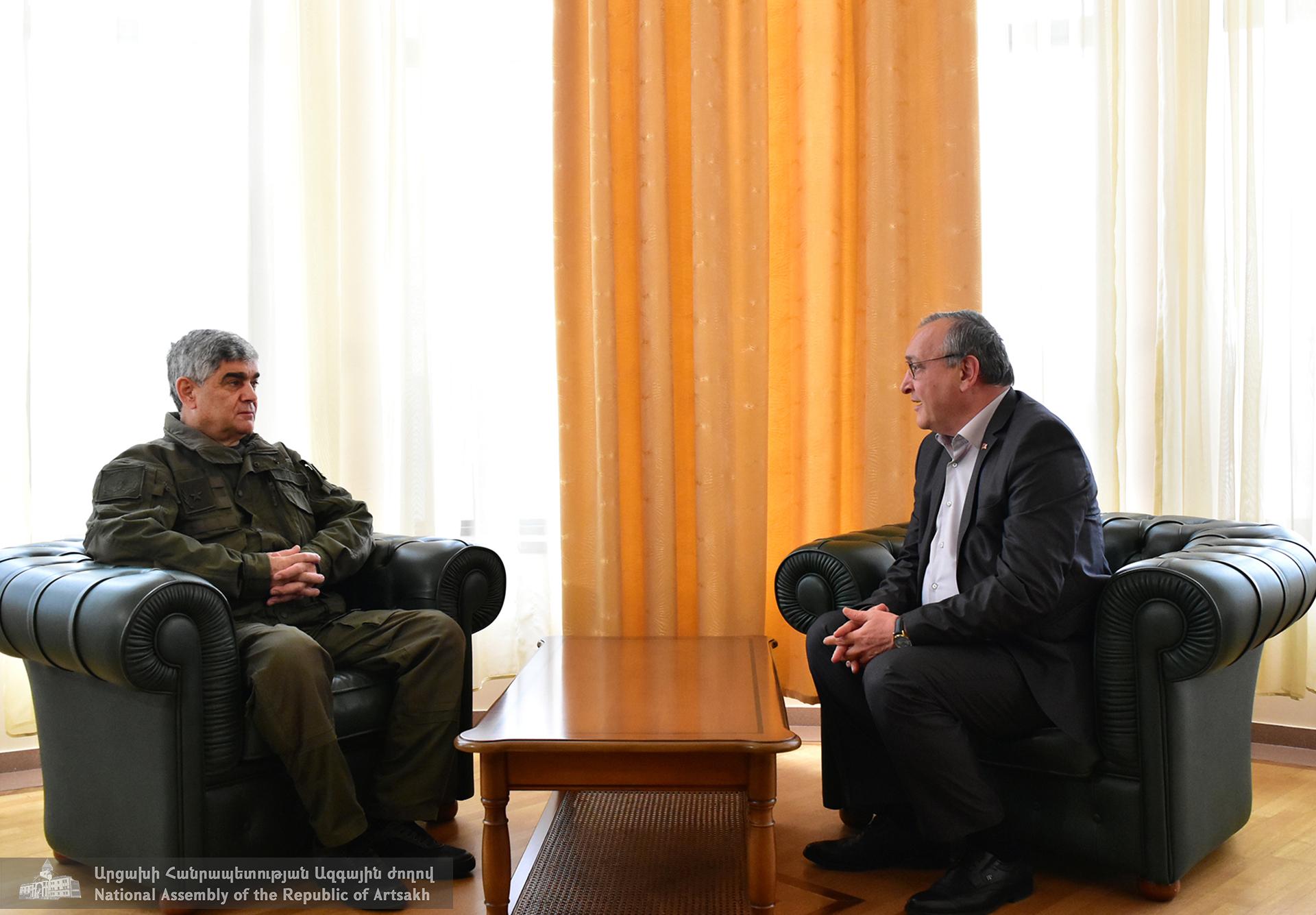 Photo of Աժ նախագահ Արթուր Թովմասյանն ընդունել է ԱՀ Անվտանգության խորհրդի քարտուղար Վիտալի Բալասանյանին