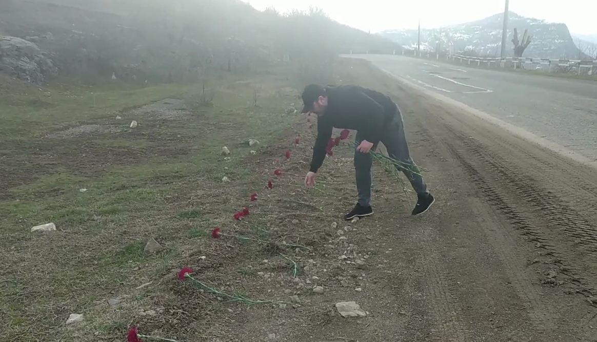 Photo of Ծաղիկներ՝ Շուշիի ճանապարհին, որտեղ ընկան հարյուրավոր մարտիկներ