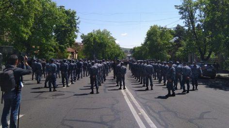 Photo of Օրինաչափ է ԱԺ տարածքում թե' ոստիկանական ուժերի կուտակումները, թե' դիպուկահարների ներկայությունը. պատգամավոր