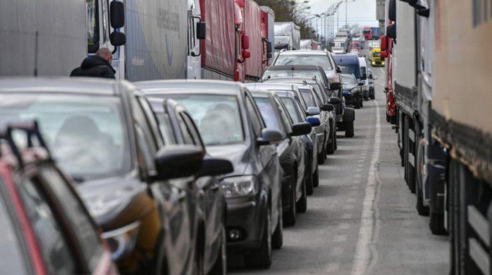 Photo of Ռուս-վրացական սահմանին ծեծկռտուք է տեղի ունեցել բեռնատարների վարորդների միջև. 1 մարդ մահացել է