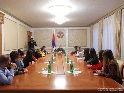 Photo of Араик Арутюнян принял группу членов общественной организации «Союз беженцев за справедливость»