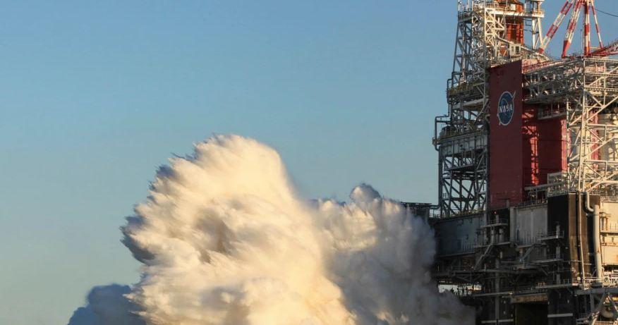Photo of НАСА успешно испытало самую мощную ракету в мире