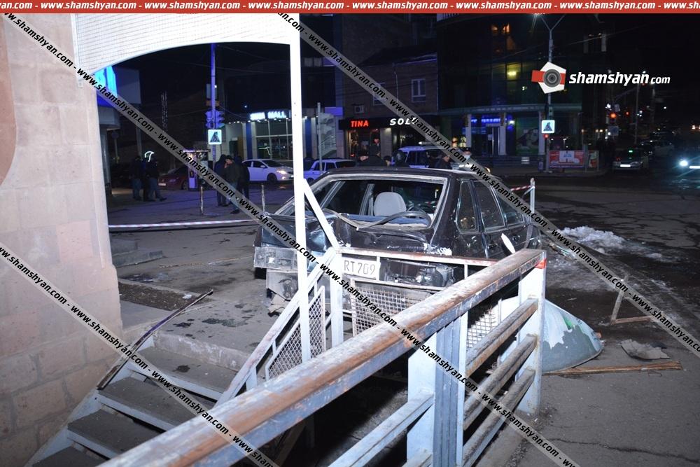 Photo of Ավտովթար-վրաերթ Արթիկում. բախվել են Mercedes-ն ու ВАЗ 21144-ը. վերջինս էլ բախումից հետո վրաերթի է ենթարկել հետիոտնին, ով գտնվում է անգիտակից վիճակում