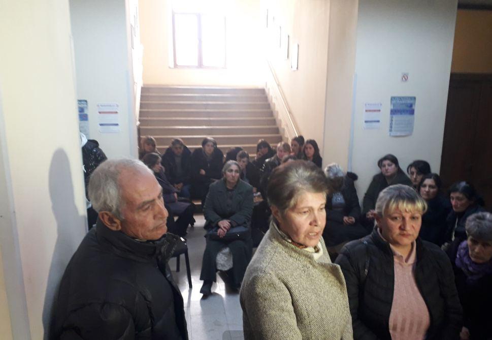 Photo of Родственники пленных военнослужащих вновь в администрации Ширакской области, они требуют встречи с премьер-министром