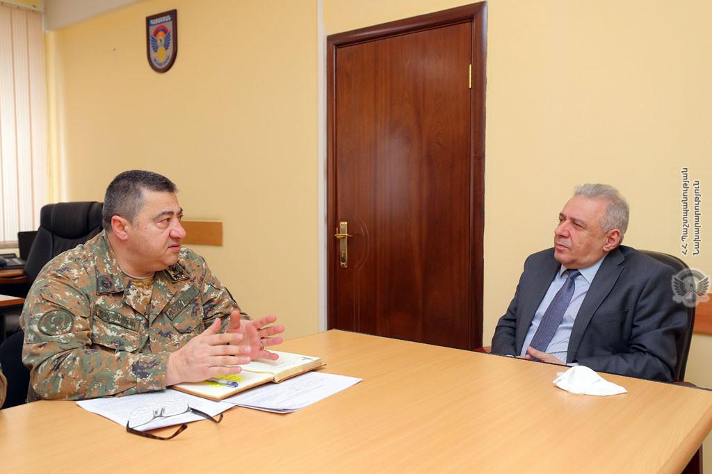 Photo of ՀՀ պաշտպանության նախարարը հանդիպել է ԶՈՒ ռազմաբժշկական վարչության ղեկավար կազմի հետ