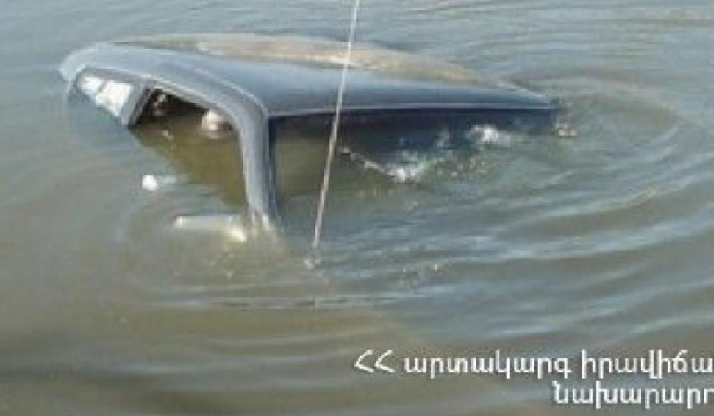 Photo of Փրկարարներն ավտոմեքենան դուրս են բերել ջրանցքից․ կա երկու զոհ