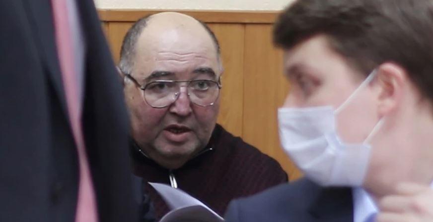 Photo of Суд арестовал бывшего сенатора Бориса Шпигеля по делу о даче взятки губернатору