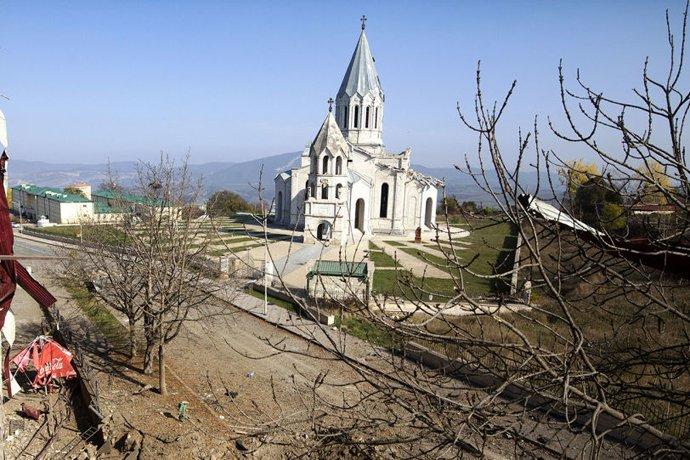 Photo of «Աշխարհը պետք է կանգնեցնի Ադրբեջանին». Շուշիում ևս մեկ հուշակոթող է գետնին հավասարեցվել. armeniasputnik.am