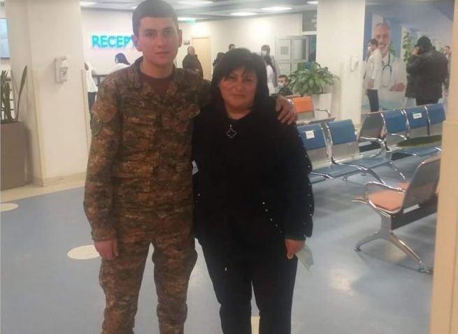 Photo of Աջ թևից վիրավոր և տարբեր առողջական խնդիրներով զինծառայողը շարունակում է իր ծառայությունը. մայրը բողոքում է. forrights.am
