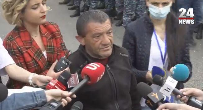 Photo of Зачем было отдавать Карвачар, пусть потребовали бы пленных — отец военнопленного