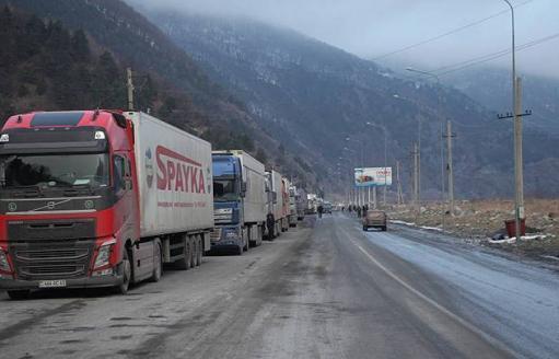 Photo of Լարսը բաց է. ռուսական կողմում կա մոտ 500 կուտակված բեռնատար ավտոմեքենա