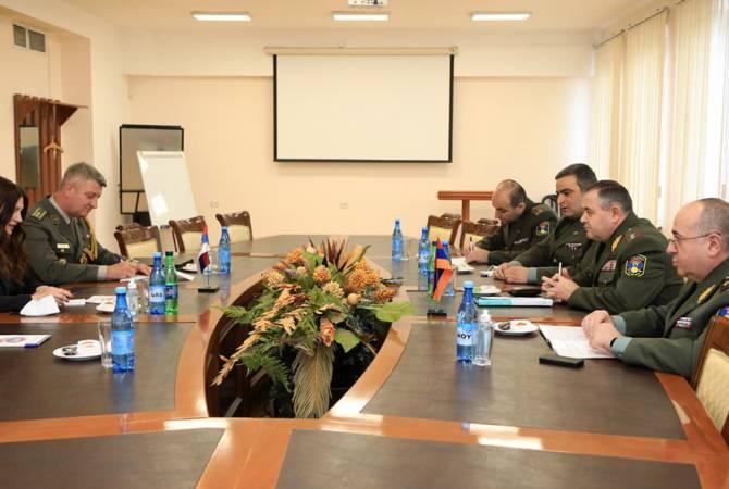 Photo of Начальник ГШ ВС Армении обсудил с военным атташе Сербии вопросы военно- технического сотрудничества