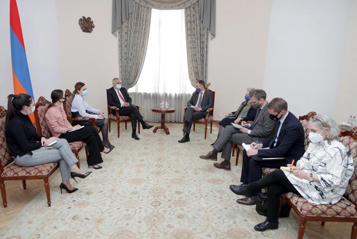 Photo of Փոխվարչապետ Մհեր Գրիգորյանն ընդունել է Հարավային Կովկասի և Վրաստանում ճգնաժամի հարցերով ԵՄ հատուկ ներկայացուցչին