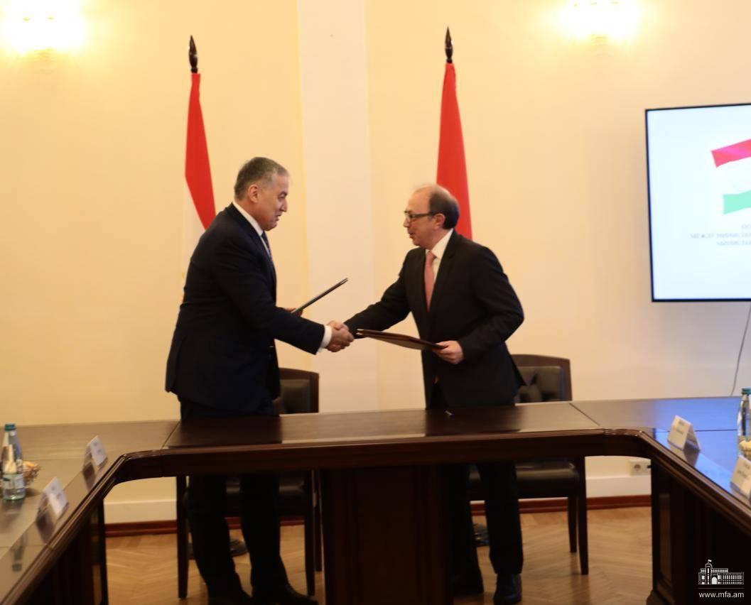 Photo of Տեղի ունեցավ Հայաստանի և Տաջիկստանի ԱԳ նախարարների հանդիպումը