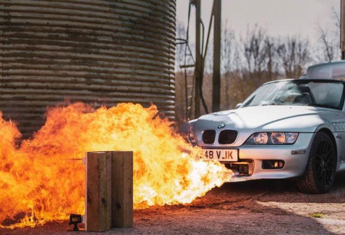 Photo of Գյուտարարը Ջեյմս Բոնդի մեքենայից է նախագծել եւ զինել  հրանետներով ու գնդացիրներով