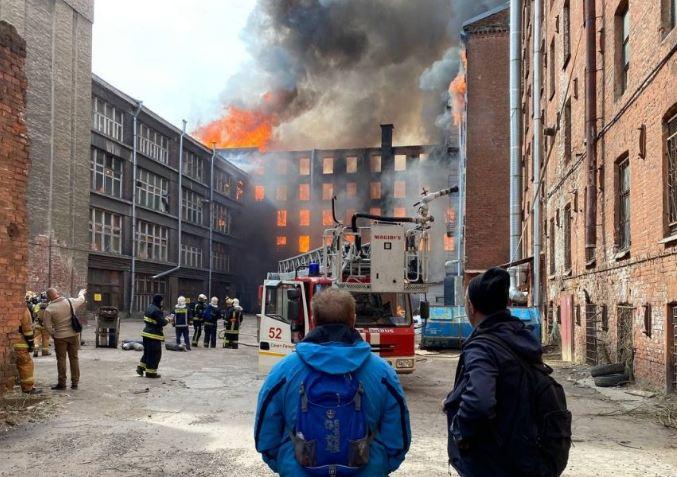 Photo of Что известно о пожаре в Невской мануфактуре в Петербурге