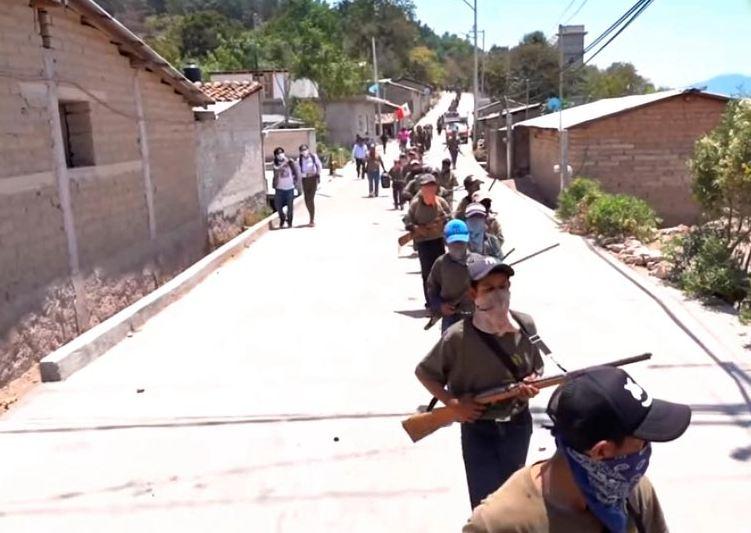 Photo of В Мексике 5-летние дети взялись за оружие, чтобы противостоять наркокартелю