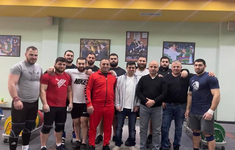 Photo of Ծանրամարտի Եվրոպայի առաջնության տղամարդկանց հավաքականի 10 մարզիկներից 5-ը Շիրակի մարզից են