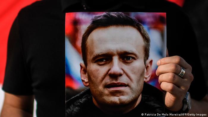 Photo of Навальный подаст в суд на колонию из-за отказа дать ему привезенный Коран