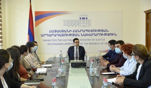 Photo of Ռուստամ Բադասյանը հյուրընկալել է Արցախի շուրջ տասը պետական մարմինների աշխատակիցների