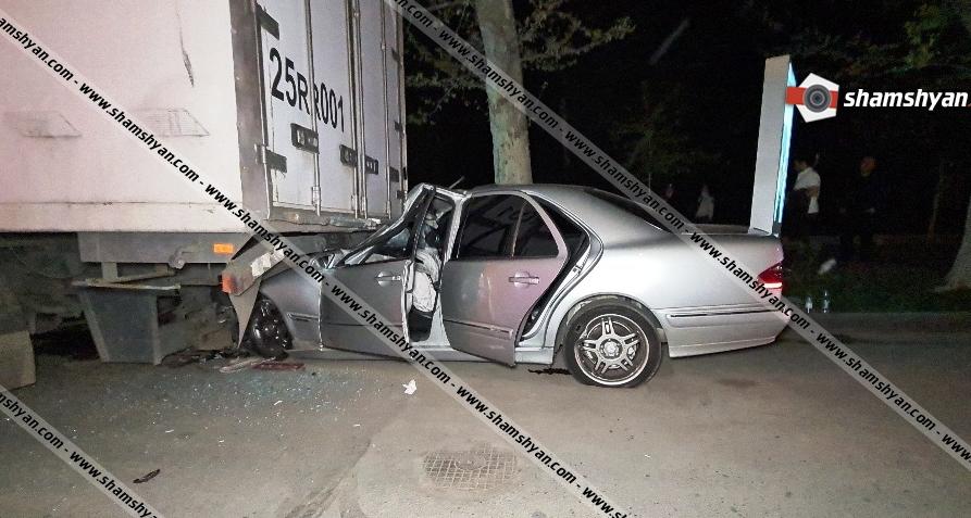 Photo of Խոշոր ավտովթար Երևանում. բախվել են Subaru-ն ու Mercedes-ը. վերջինս էլ մխրճվել է Daf բեռնատարի մեջ. կան վիրավորներ