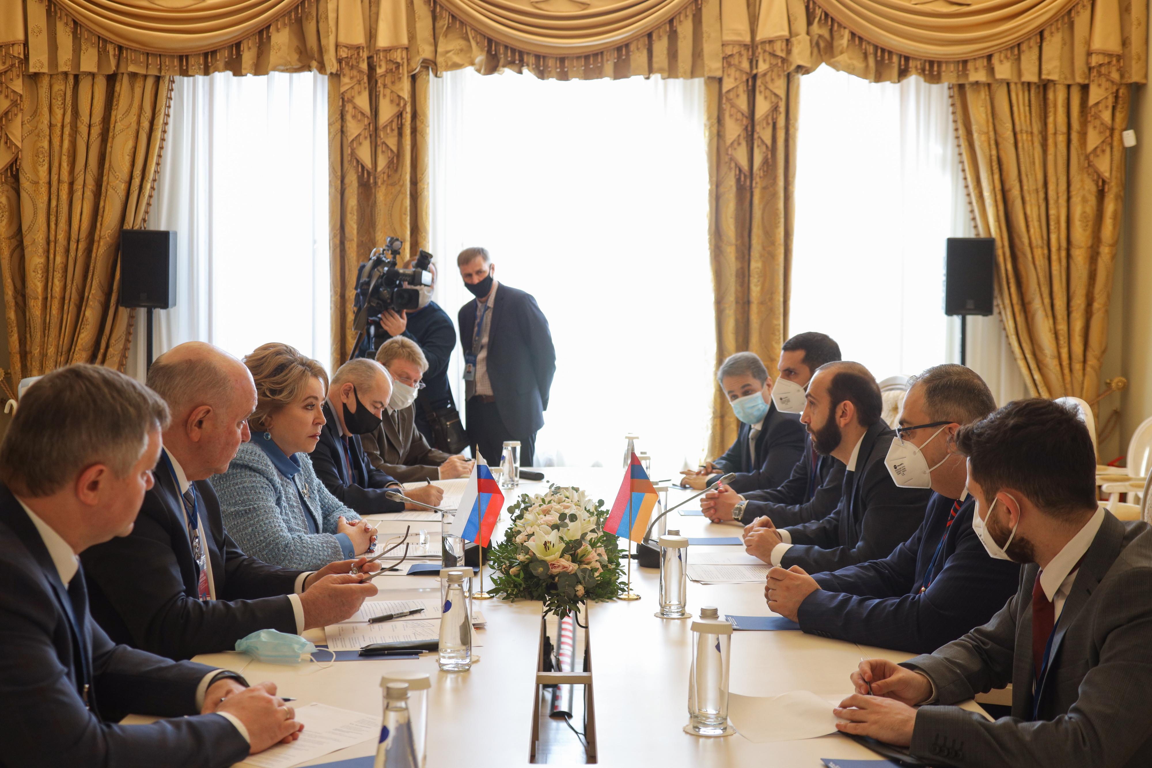Photo of Валентина  Матвиенко и Арарат Мирзоян обсудили межпарламентское взаимодействие Армении и России