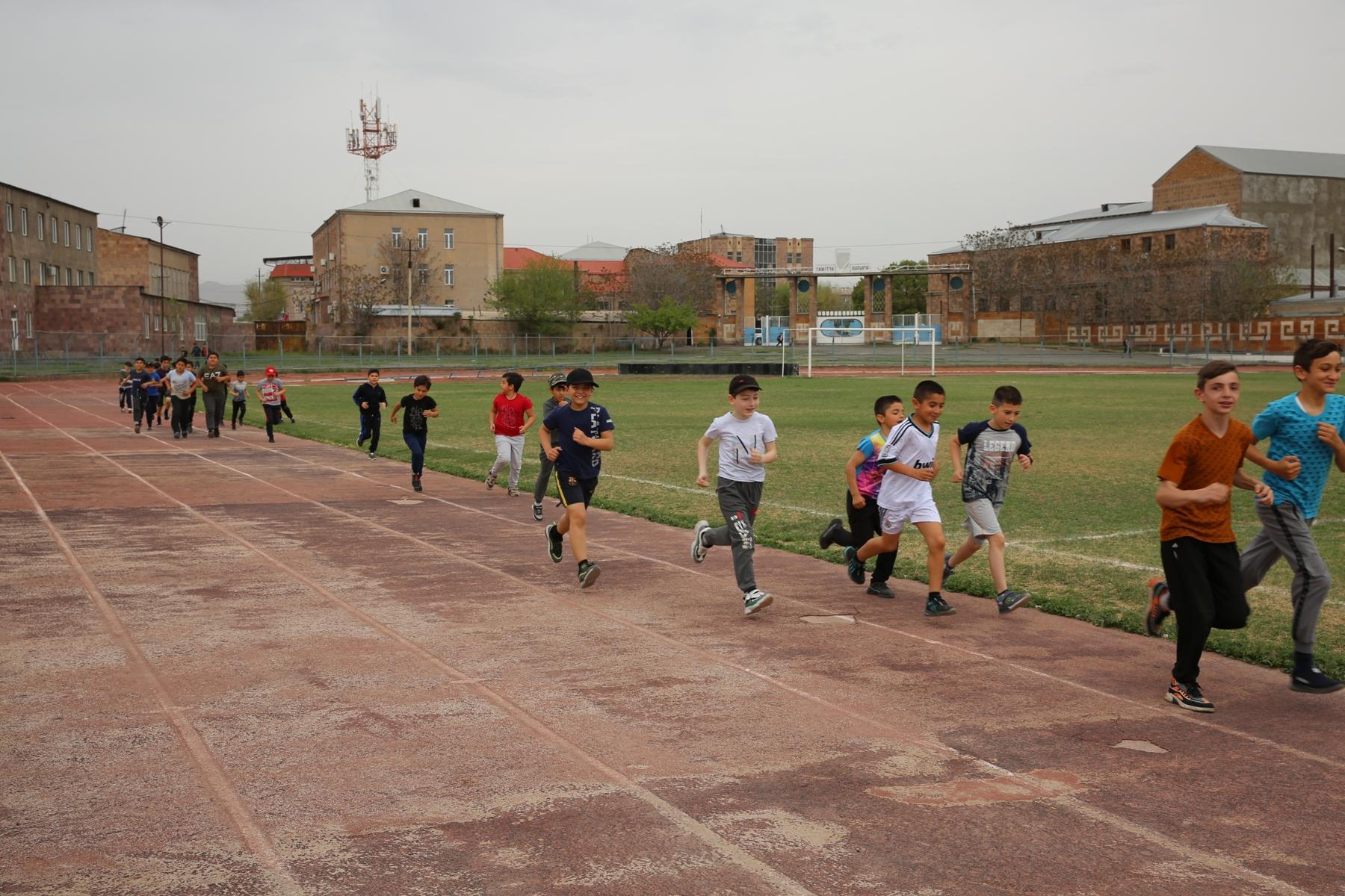 Photo of Արտաշատի քաղաքային մարզադաշտում մեկնարկում են աթլետիկայի վազքուղու կառուցման աշխատանքները