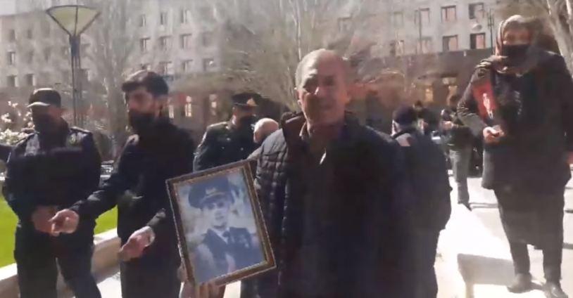 Photo of Ադրբեջանում անհետ կորածների ծնողների հարցերն անպատասխան են մնացել