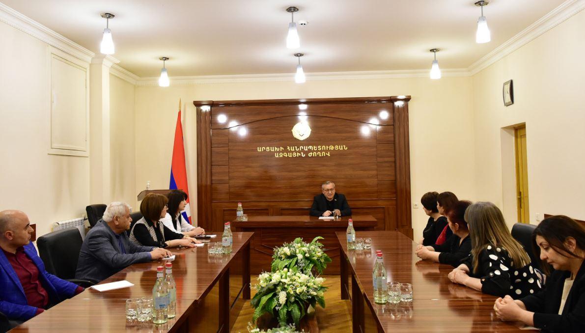 Photo of Խորհրդարանի նախագահն ընդունել է «Կին փախստականների միավորում» հասարակական կազմակերպության ներկայացուցիչներին
