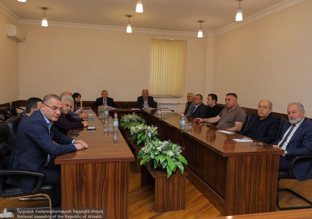 Photo of ԱՀ ԱԺ նախագահ Արթուր Թովմասյանը հրավիրել է աշխատանքային խորհրդակցություն