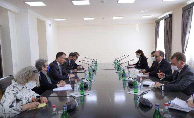 Photo of Ара Айвазян на встрече со спецпредставителем ЕС поднял вопрос армянских пленных