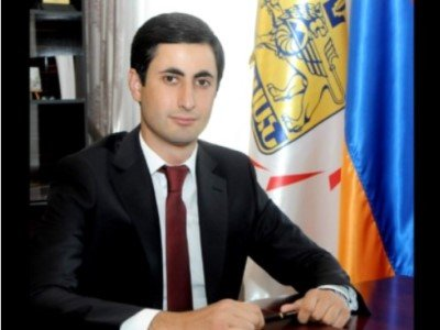 Photo of Երևանում վիճաբանություն է տեղի ունեցել Շենգավիթի թաղապետի, նրա եղբոր մասնակցությամբ. այն վերածվել է ծեծկռտուքի