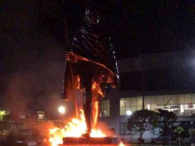 Photo of Երևանում անհայտ անձինք պղծել են Մահաթմա Գանդիի արձանը