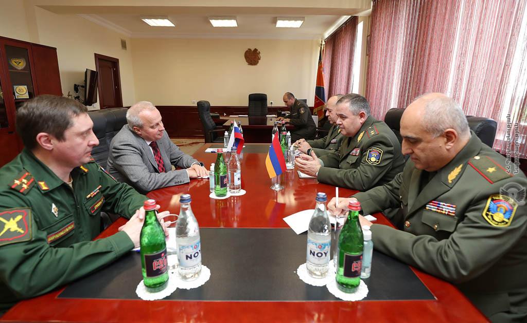 Photo of ՀՀ ԶՈՒ գլխավոր շտաբի պետն ընդունել է ՌԴ դեսպանին