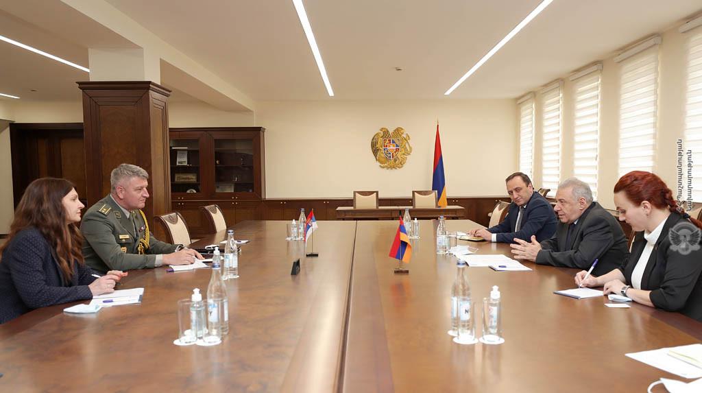 Photo of Обсуждены вопросы армяно-сербского сотрудничества в оборонной сфере