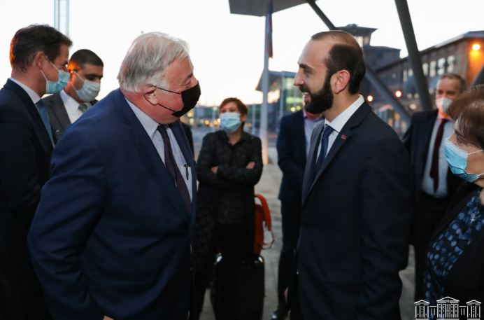 Photo of ՀՀ ԱԺ նախագահ Արարատ Միրզոյանը դիմավորել է պաշտոնական այցով Հայաստան ժամանած Ֆրանսիայի Սենատի նախագահ Ժերար Լարշեի գլխավորած պատվիրակությանը