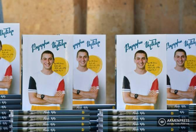 Photo of «Բոլորիս Ալենը»․ լույս տեսավ պատերազմում զոհված Ալեն Մարգարյանի մասին պատմող գիրքը