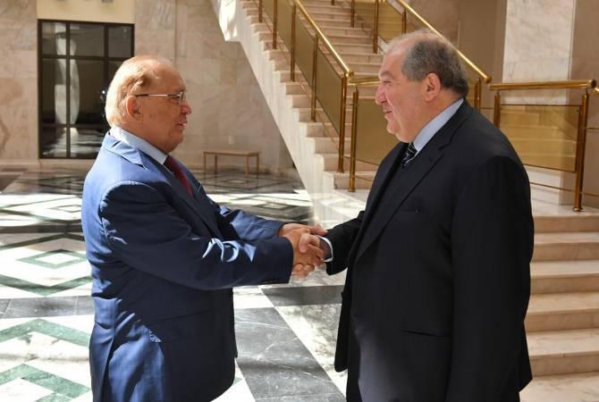 Photo of Президент Армении и ректор МГУ обсудили армяно-российское сотрудничество в сфере образования и науки
