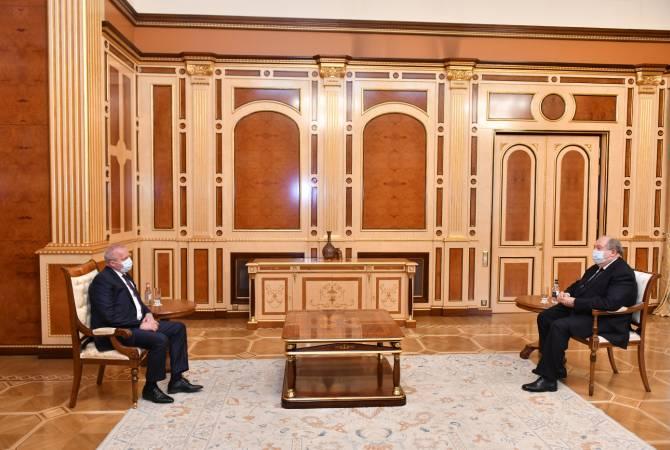 Photo of ՀՀ նախագահը և ՌԴ դեսպանն անդրադարձել են Հայաստանի սահմանին տիրող իրավիճակի և գերիների վերադարձի հարցերին