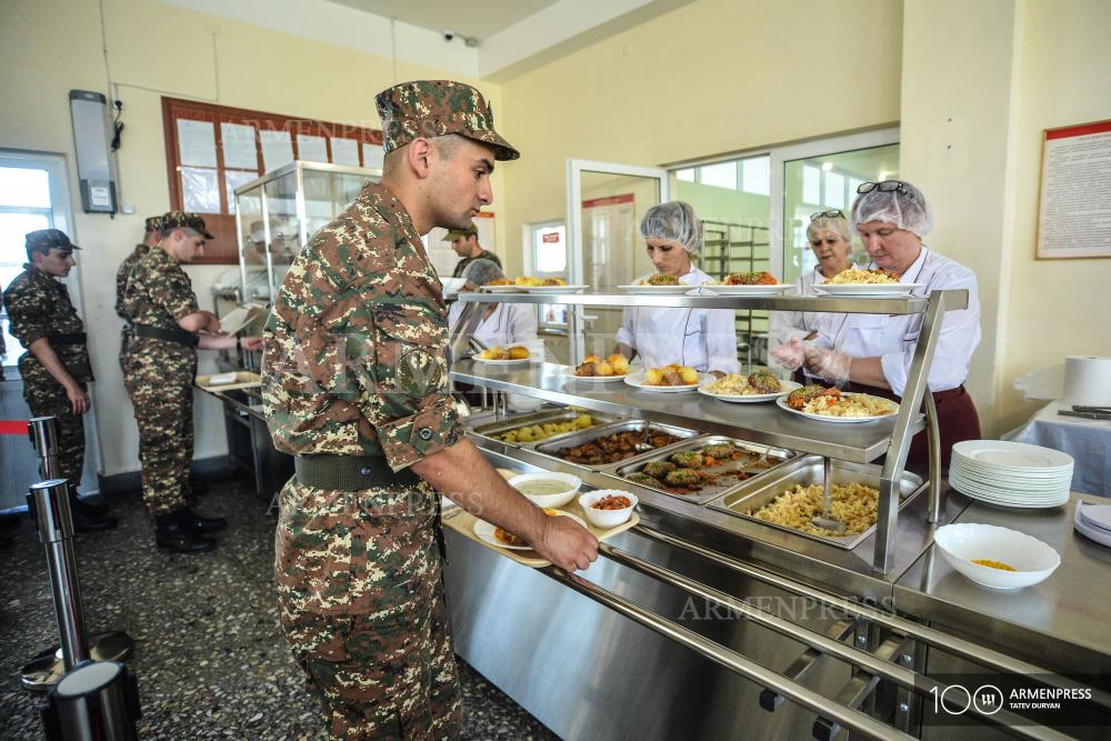 Photo of «Представления об армии не пошли дальше клубники и майки с трусиками»