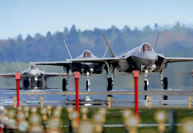 Photo of Истребители F-35 приступили к охране воздушного пространства стран Балтии